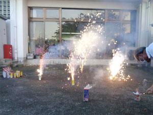 美健荘庭園で花火